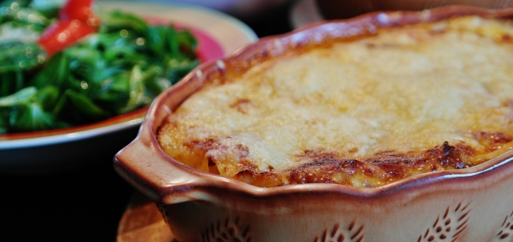 When you work fro  home you need easy recipes.  Here's an easy one for lasagna.