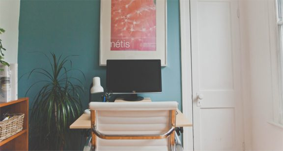 8 Easy And Cheap DIY Desks That'll Instantly Upgrade Your Work Space