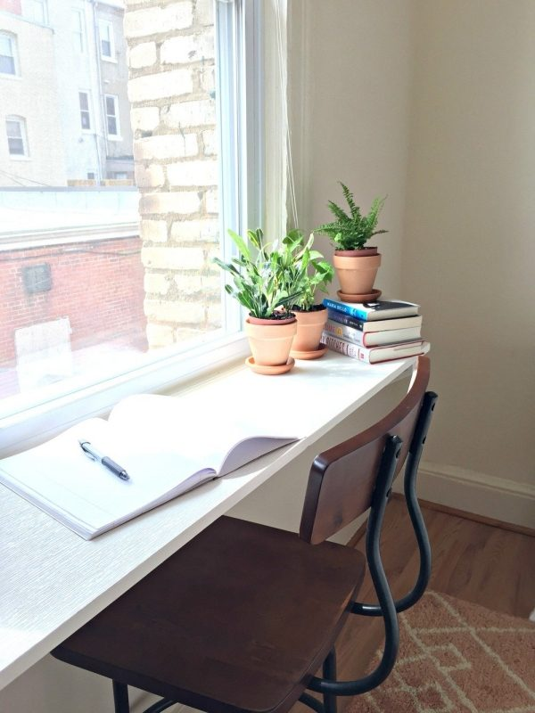 Easy DIY desk idea: Windowsill desk